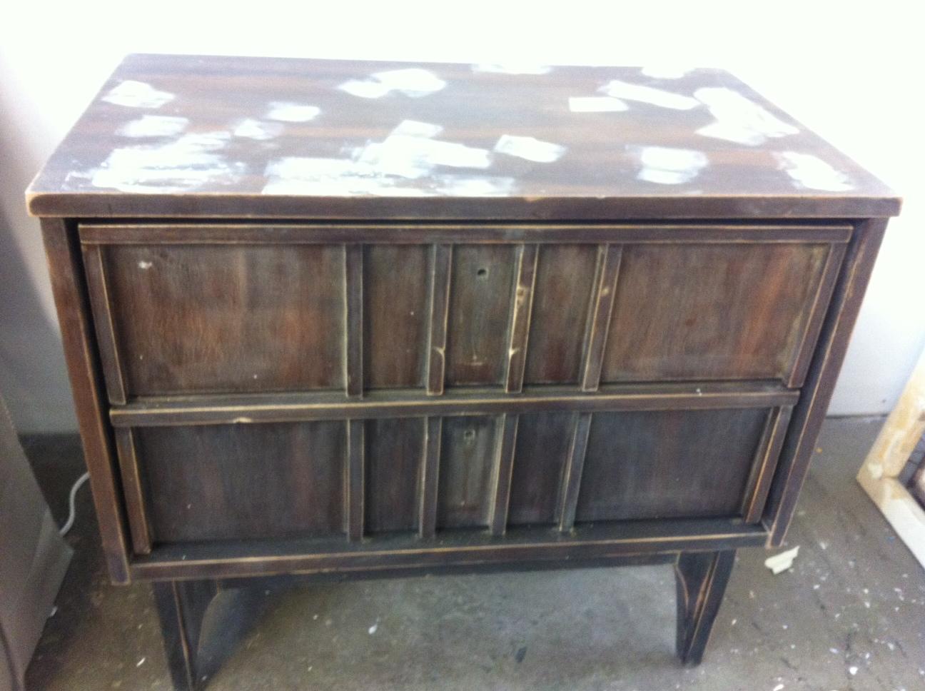 Chevet 1970 gris vendu et voil atelier for Relooker un meuble en contreplaque