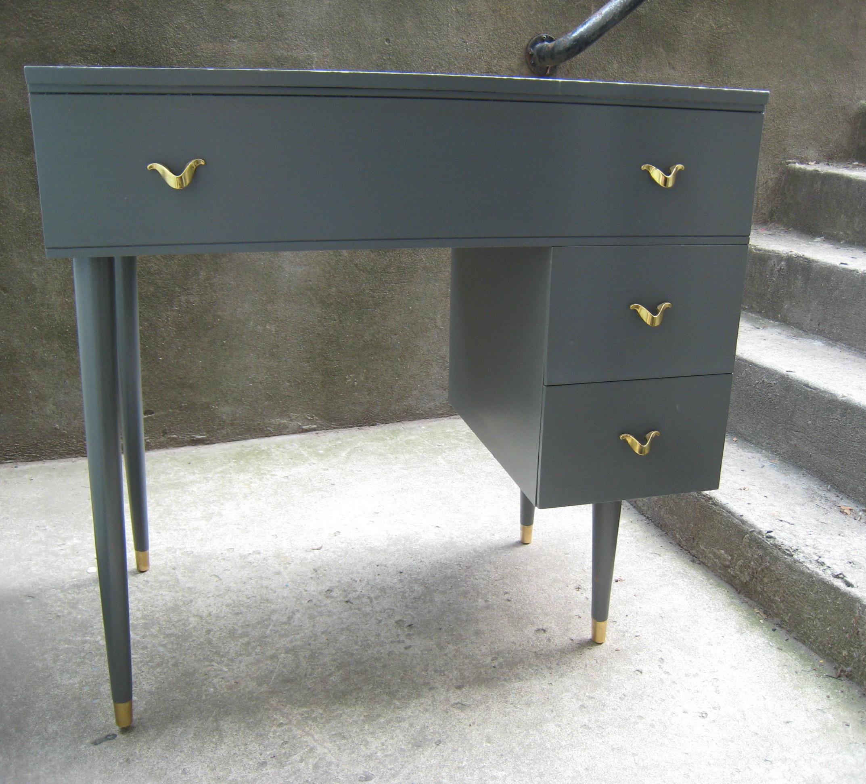 Petit pupitre vintage gris ardoise vendu et voil atelier - Poignee meuble vintage ...