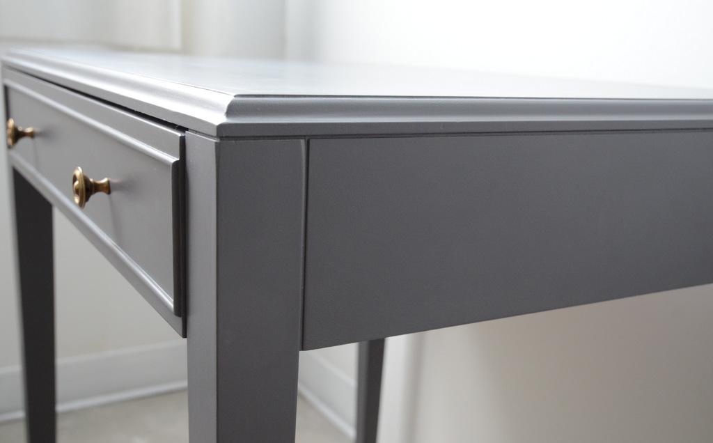 Table en bois peinte en gris et voil atelier - Peindre meuble en gris ...