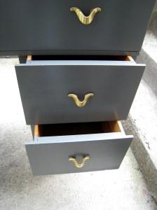 Pupitre vintage gris ardoise - détail des tiroirs - etvoilaatelier.com