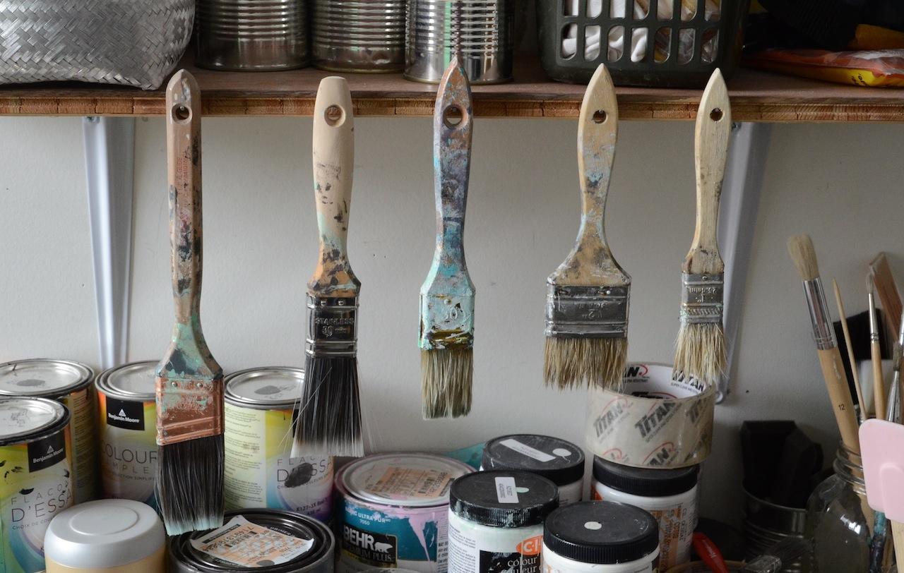 Les bons outils pour peindre un meuble et voil atelier for Peinture de meuble