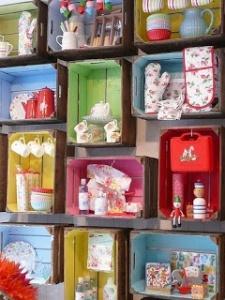 caisse de rangement peintes en atelier découverte - et voila atelier