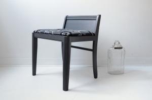 Fauteuil bas vintage repeint en gris anthracite - meubles design décoration accessoires Montréal Québec Canada - side L