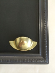 Tableau noir avec poignée coquille vintage par etvoilaatelier - detail poignee grand modele