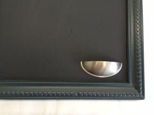 Tableau noir avec poignée coquille vintage par etvoilaatelier - detail poignee modele medium