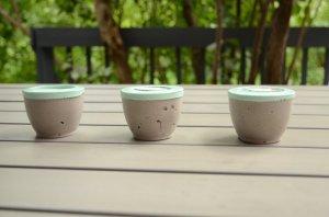 Bougeoirs en ciment peint aqua vert menthe - et voila atelier 2