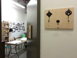 Atelier technique de ponçage - et voila renovation meubles vintage modernisés a la main et accessoires de déco in Montreal Canada 3